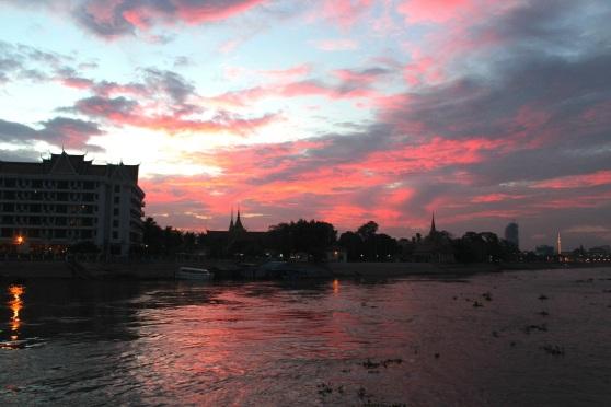 Sunset on the Ton Le Sap.