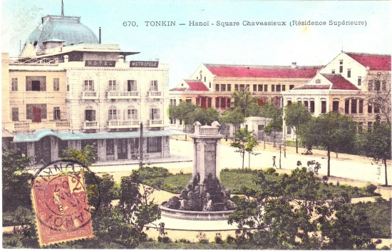 Hotel Metropole sits at left in a postcard from the early 1900s.  The square it sits on was known as Square Chavassieux.  Across from the Hotel stood (and stills stands) the Residence Superieur.