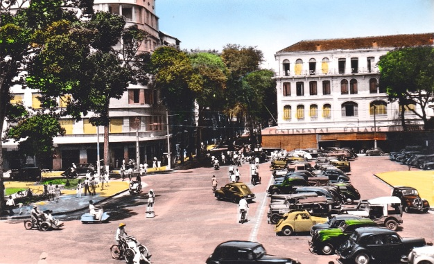 Rue Catinat in the 1930s, with the Hotel Continental at right.